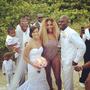 Serena Willims nem elég, hogy ilyen fürdőruhát húzott magára, de bele is trollkodott egy esküvői fotóba